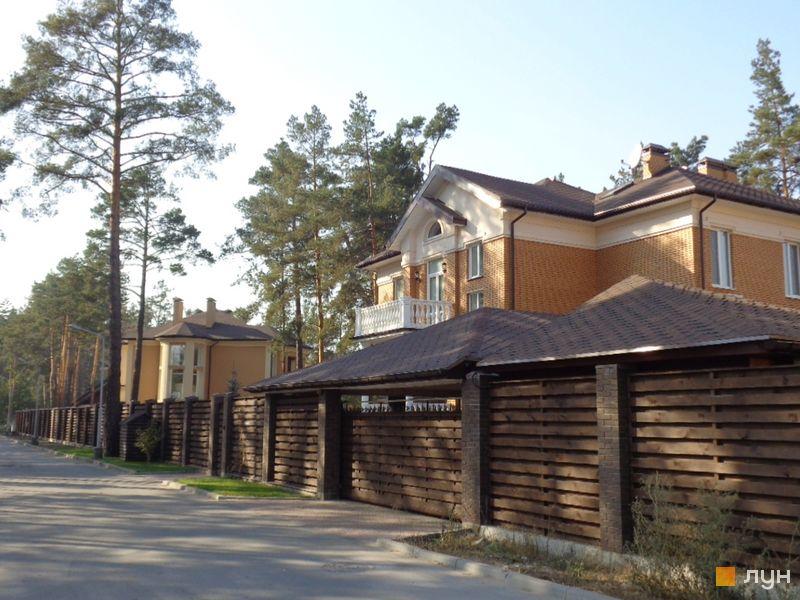 КМ Green Wood club